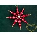 Hvězda se středem červená - vánoční ozdoba ze skleněných perliček