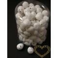 Bílá žíhaná polystyrenová vajíčka výška 2 cm - sada 100 kusů
