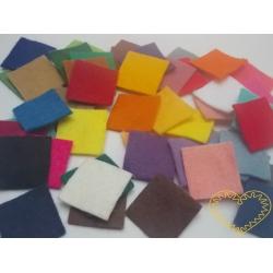 Barevné plstěné čtverečky 2,2 cm - 50 ks