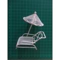 Lehátko se slunečníkem - dekorace miniatura