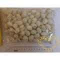 Bílá žíhaná plastová vajíčka výška 2,2 cm - 90 ks