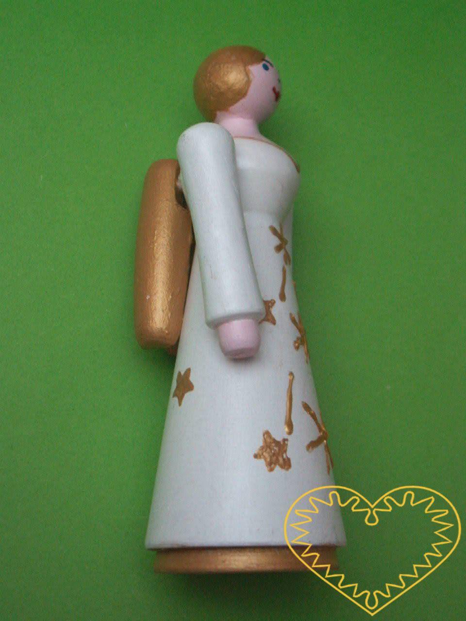 Dřevěný anděl. Krásně malovaný suvenýr vycházející ze vzorů tradičních dětských dřevěných hraček. Soustružený anděl s křídly má pohyblivé ruce ve směru nahoru - dolu.