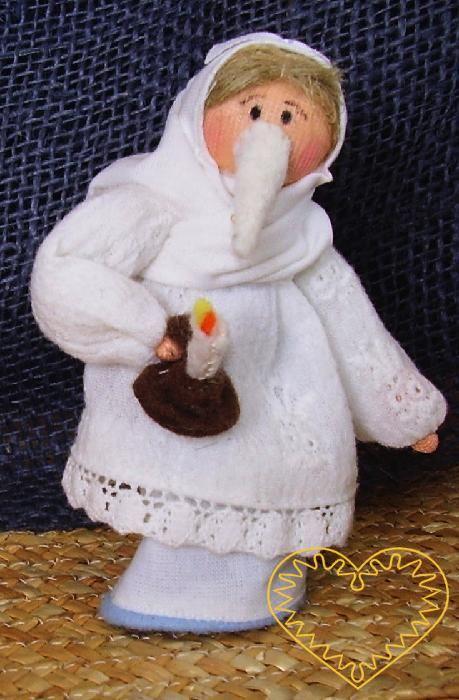Lucka - textilní figurka patřící do obdbí adventu. Dodnes můžete na jihozápadě Čech potkat lucky, které v předvečer svátku sv. Lucie obcházejí stavení, zpívají a tropí nejrůznější taškařice. Panenka je vysoká cca 10 cm. Malebný suvenýr čerpající z tr