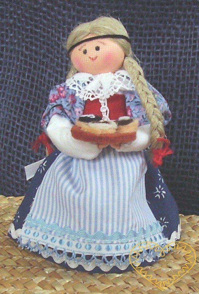 Dívka s koláči - textilní figurka v prácheňském lidovém kroji, vysoká cca 12 cm. Malebný suvenýr čerpající z tradiční lidové kultury.