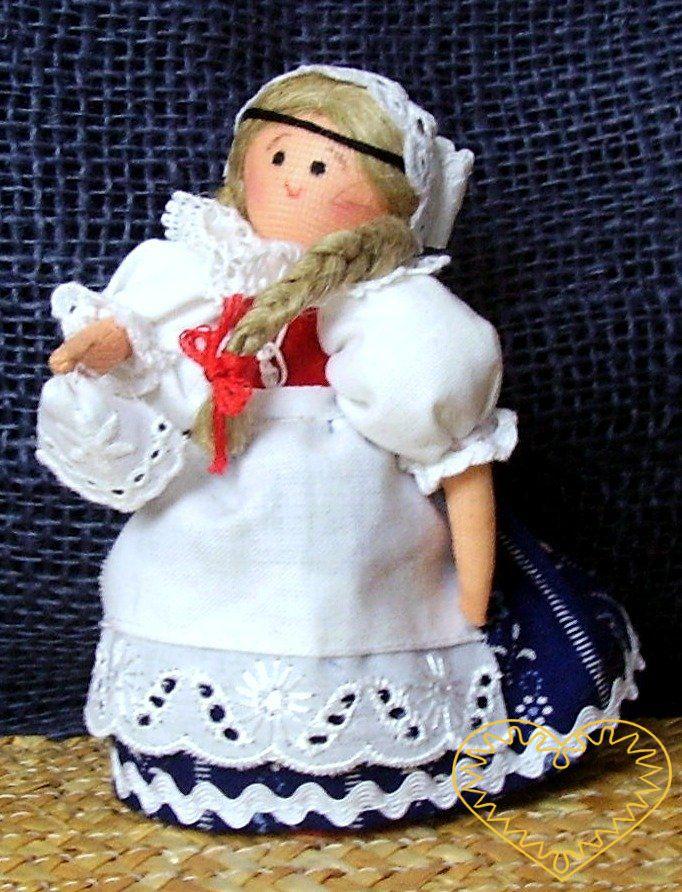 Krojovaná panenka se šátečkem - textilní figurka v prácheňském lidovém kroji, vysoká cca 10 cm. Malebný suvenýr čerpající z tradiční lidové kultury.