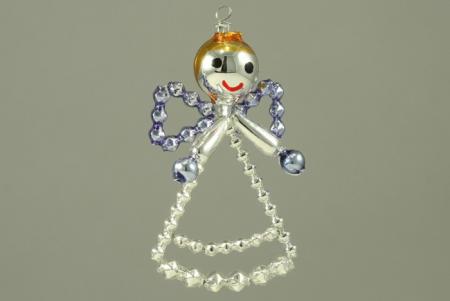 Hobby set - vánoční ozdoba andělíček modrý. Chcete si sami vyrobit vlastní vánoční skleněnou ozdobu? Nebo někomu věnovat milý tvořivý dáreček? K tomu Vám výborně poslouží tento hobby set. Každé balení obsahuje veškerý potřebný materiál k výrobě dané