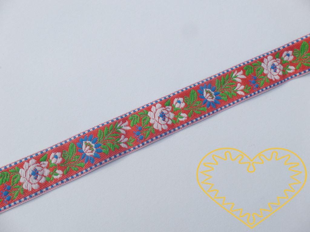 Červená krojová stuha se vzorem - vzorovka - šíře 2,5 cm. Textilní tkaná stuha s bílými a modrými květy a zelenými lístky se uplatní zvláště při výrobě krojů a předmětů tradiční lidové kultury. Vhodná též k lemování tkanin a šatů panenek a maňásků.