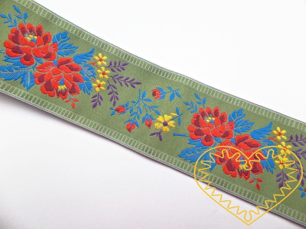Khaki zelená krojová stuha s bohatým květinovým vzorem - vzorovka š 5,5 cm. Textilní tkaná stuha je vhodná zvláště k lemování tkanin, zdobení krojů a šatů panenek a maňásků.