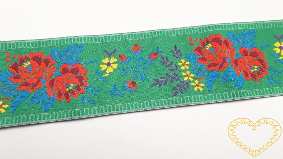 Zelená krojová stuha s bohatým květinovým vzorem - vzorovka š 5,5 cm. Textilní tkaná stuha je vhodná zvláště k lemování tkanin, zdobení krojů a šatů panenek a maňásků.