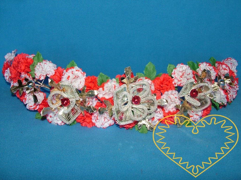Bohatě zdobený květinový věneček užíváný k chodskému dívčímu slavnostnímu kroji. Je tvořen červenými květy a bílými květy s červenými okraji, zelenými lístky, papírovými zlatými listy, skleněnými kuličkami a ozdobně upevněnými zrcátky. Celkově věneče