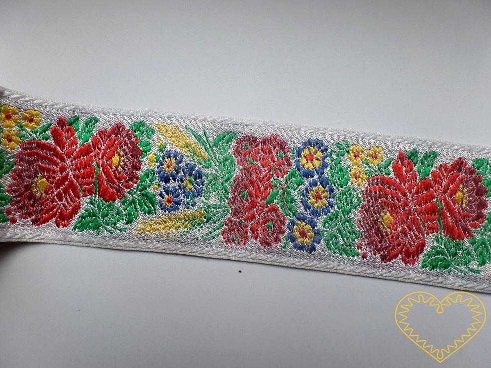 Široká bílá krojová stuha s bohatým květinovým vzorem - vzorovka š 7 cm. Textilní tkaná stuha je vhodná zvláště k lemování tkanin, zdobení krojů a šatů panenek a maňásků.