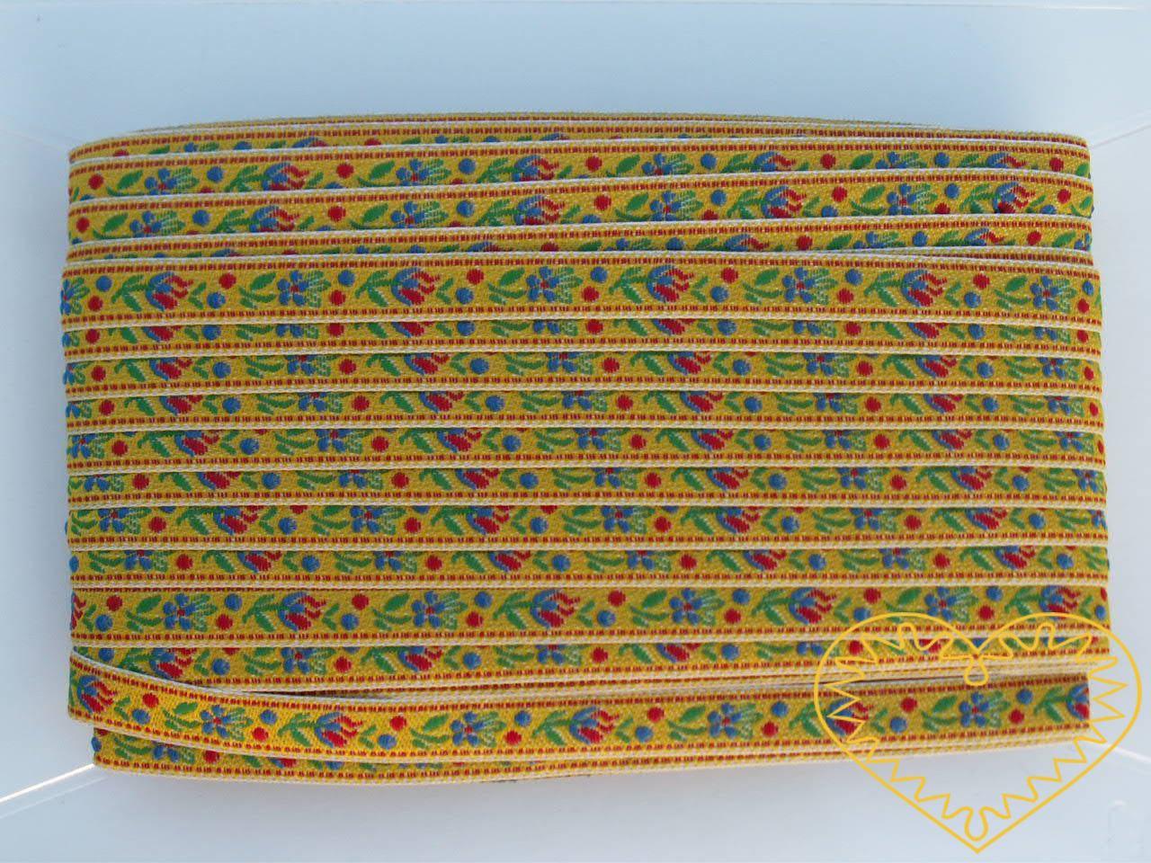 Úzká žlutá krojová stuha se vzorem - vzorovka - šíře 1 cm. Textilní tkaná stuha s jemným vzorkem je vhodná zvláště při výrobě krojů a předmětů tradiční lidové kultury. Vhodná též k lemování tkanin a šatů panenek a maňásků.