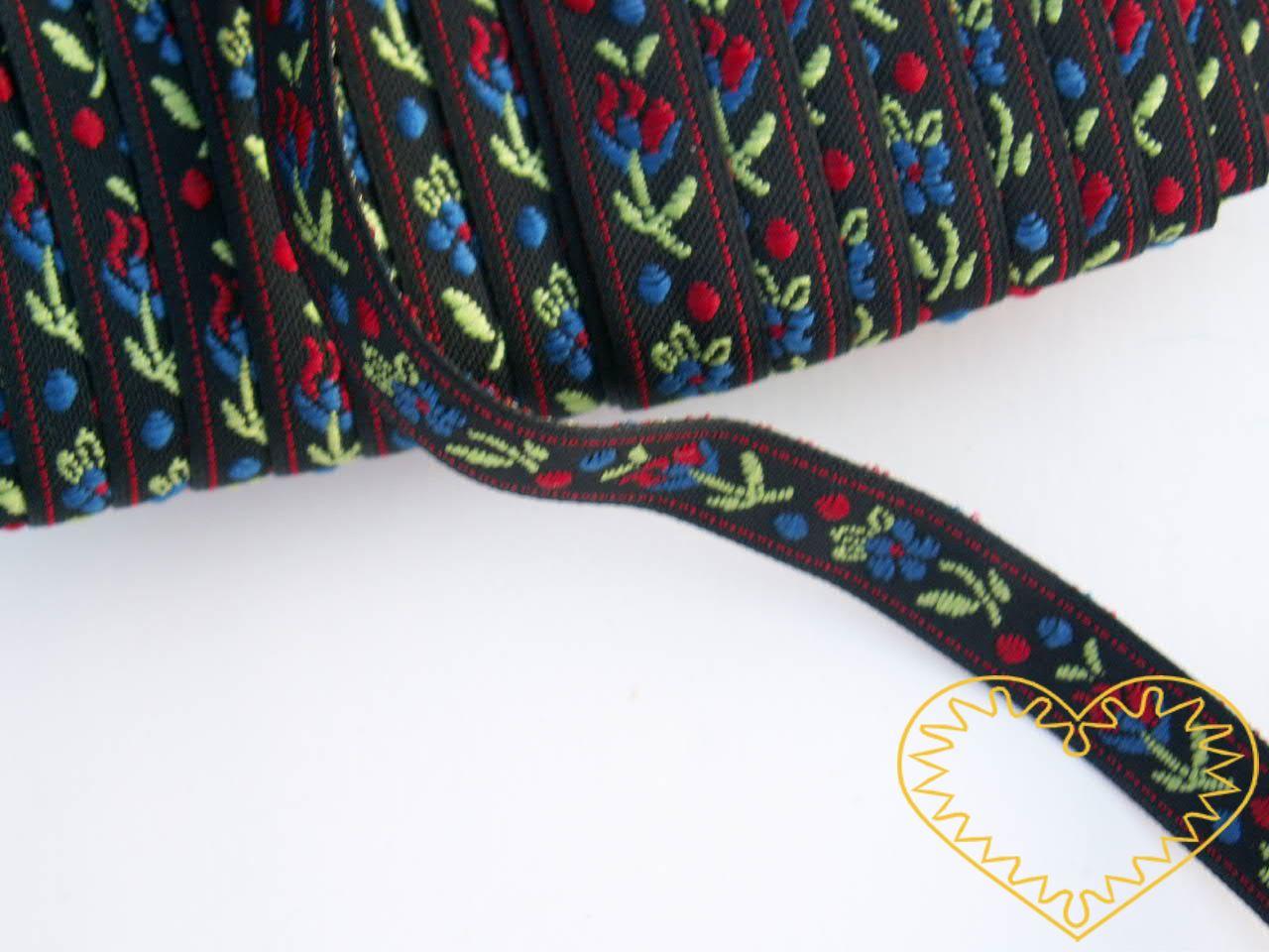 Úzká černá krojová stuha se vzorem - vzorovka - šíře 1 cm. Textilní tkaná stuha s jemným vzorkem je vhodná zvláště při výrobě krojů a předmětů tradiční lidové kultury. Vhodná též k lemování tkanin a šatů panenek a maňásků.