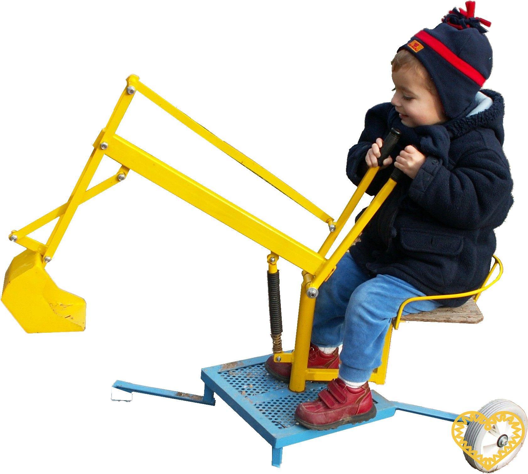 Dětský otočný bagr je venkovní hračka určená pro děti ve věku od 3 do 7 let. Malé bagristy zabaví po celý rok. V létě s ním bagrují písek, v zimě sníh. Vzhledem k tomu, že je bagřík vyroben z ocelových profilů, je značně bytelný a bez nadsázky jej lz