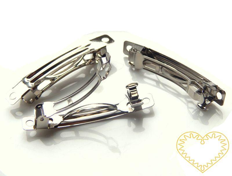 Vlasová spona scvakovací francouzská, rozměr: 10,5 x 51 x 9 mm, platina, balení 50 ks. Vhodná jako základ pro další zdobení a vytváření nejrůznějších sponek a dekorací. Sponu lze ozdobit různými způsoby např. korálky navlečenými na tenký drátek a omo