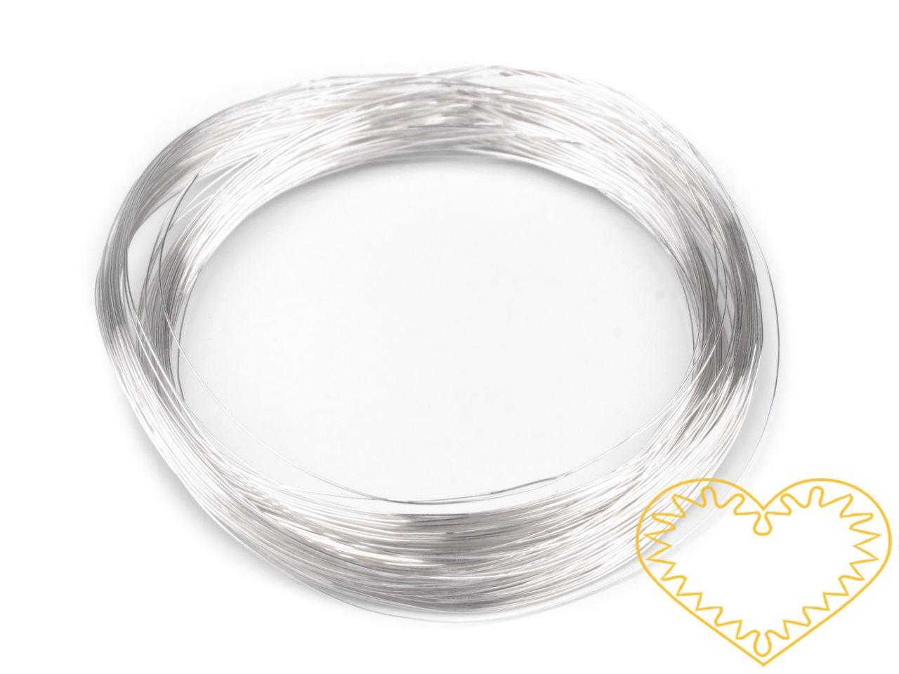 Kvalitní drátek, který je vyrobený v Německu a je hodně lesklý. Jádro drátu je měděné a drát je povrchově několikrát lakovaný. Využijeme jej například k výpletu a omotávání korpusu šperku ze silnějšího drátu, k paličkování z drátu nebo háčkování.