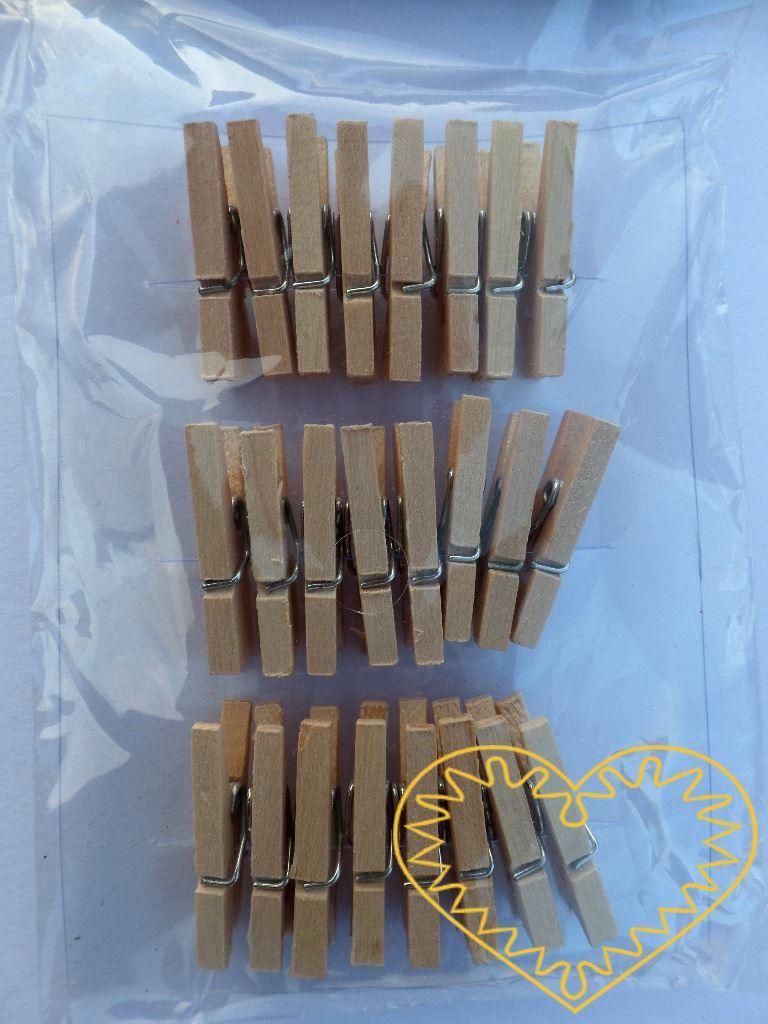 Přírodní dřevěné kolíčky - sada 24 kusů. Větší kolíčky vhodné k aranžování a vytváření drobných dekorací. Kolíček můžete použít jako základ a přilepit na něj své vlastnoruční výrobky z modelovacích hmot, textilu, papíru apod.
