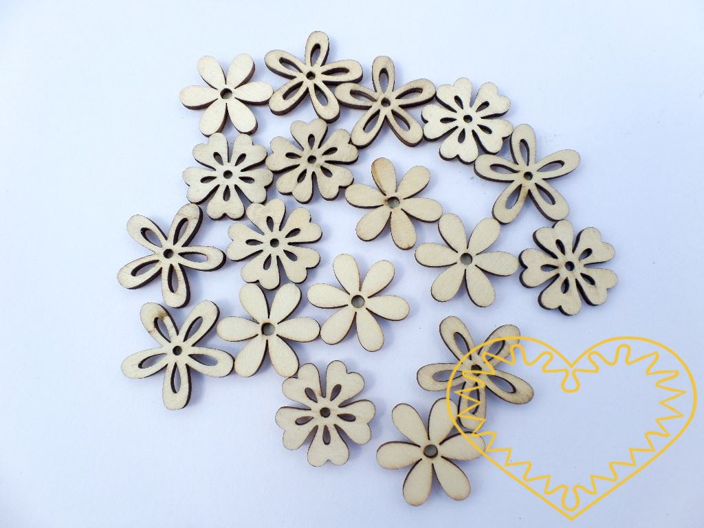 Dřevěné kytičky růzých tvarů v přírodní barvě s hnědými hranami. Na zadní straně je přilepeno samolepící kolečko k snadnému upevnění kytičky k podkladu. Sada 18 kusů. Vhodné pro nejrůznější tvoření - lepení, polepování, malování, lakování. Lze použít