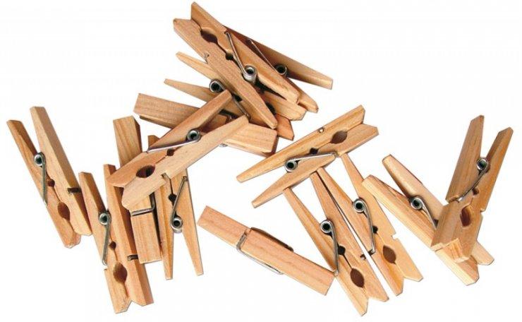 Dřevěné kolíčky přírodní barvy výšky 4,5 cm - sada 100 kusů. Vhodné k aranžování a vytváření drobných dekorací. Kolíček můžete použít jako základ a přilepit na něj své vlastnoruční výrobky z modelovacích hmot, textilu, papíru apod.
