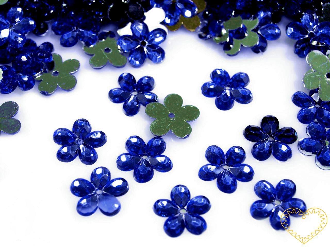 Našívací kytičky modré Ø 11 mm -20 ks. Vhodné k dekorování tašek, kabelek, triček, klobouků, čepic, bot, bytového textilu, při výrobě maňásků, panenek, přáníček ad.