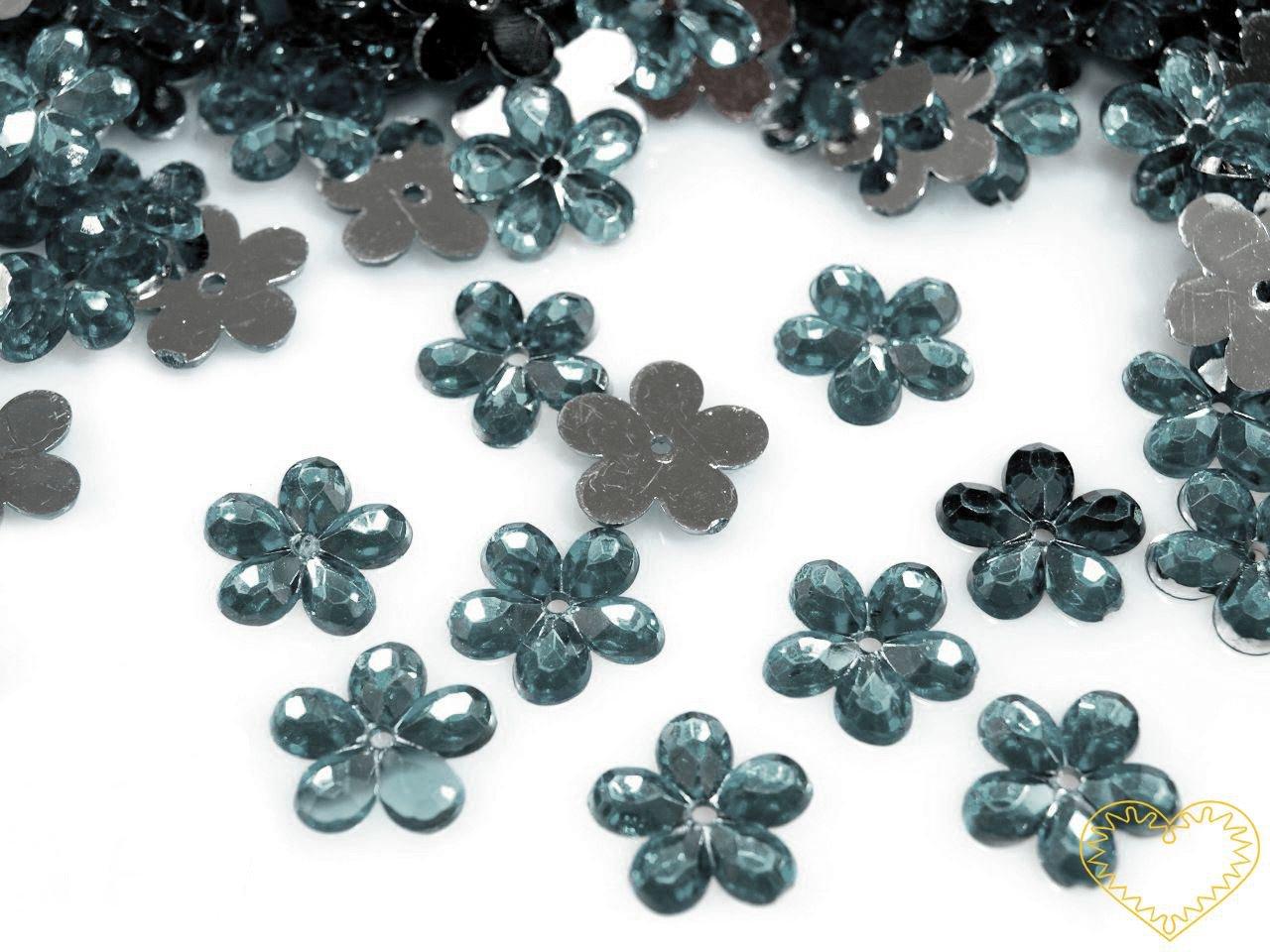Našívací kytičky modrá popelavá Ø 11 mm -20 ks. Vhodné k dekorování tašek, kabelek, triček, klobouků, čepic, bot, bytového textilu, při výrobě maňásků, panenek, přáníček ad.