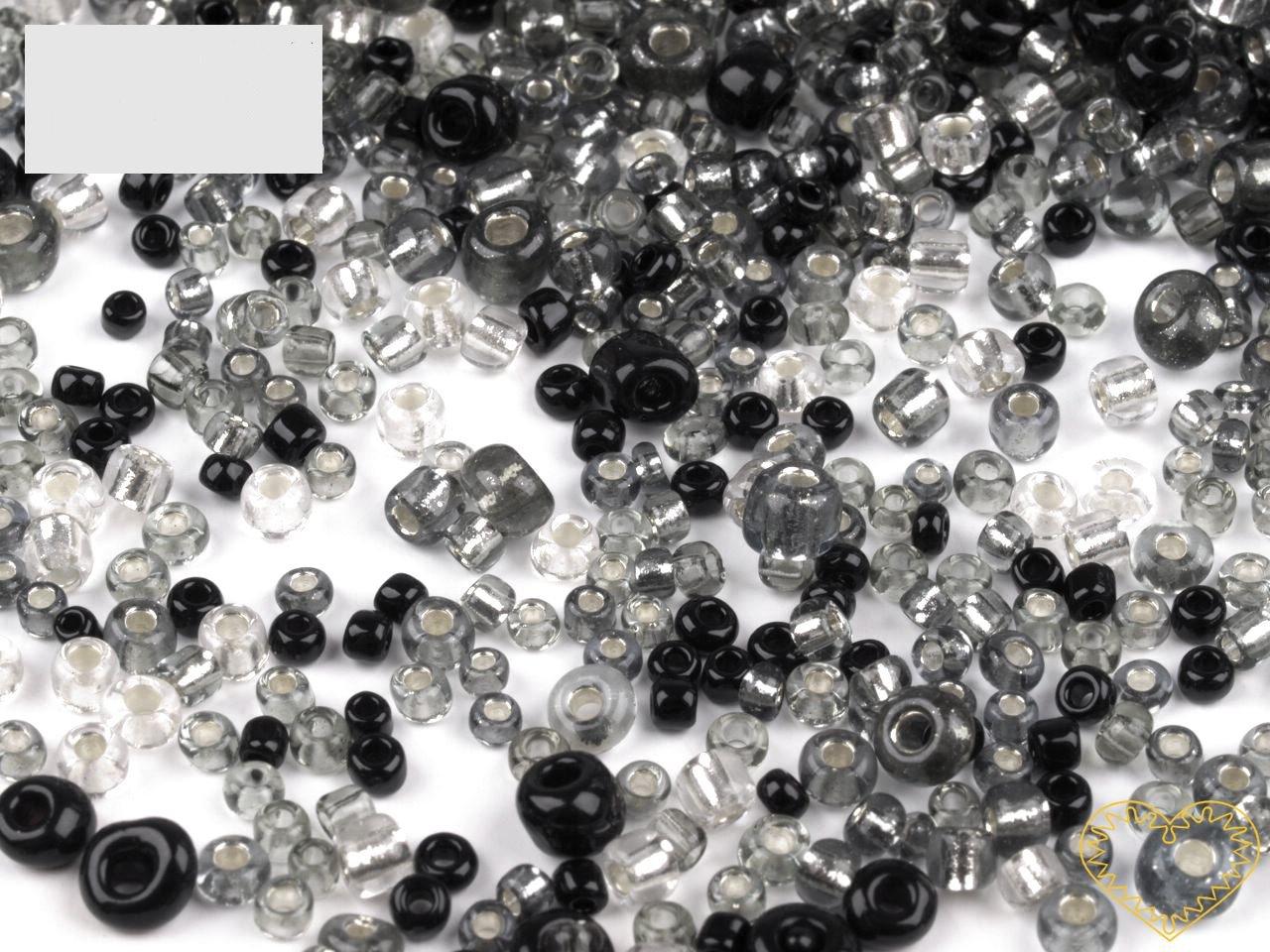 Černobílý mix skleněných korálků - balení 50 g. V mixu jsou obsaženy korálky velikosti 2, 3 a 4 mm v černé a čiré barvě různých odstínů. Korálky jsou vhodné pro tvoření s dětmi, pro výrobu bižuterie i dalších ozdob.