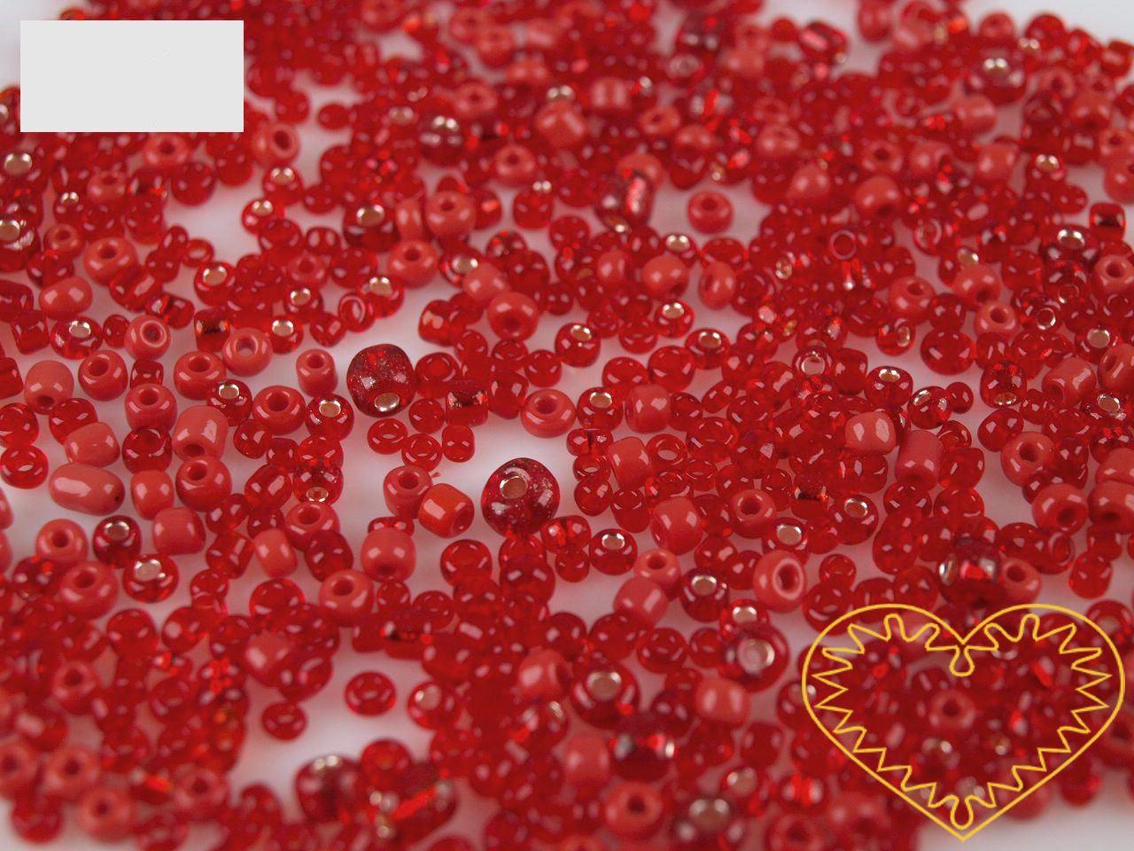 Červený mix skleněných korálků - balení 20 g. V mixu jsou obsaženy korálky velikosti 2, 3 a 4 mm v červené barvě různých odstínů. Korálky jsou vhodné pro tvoření s dětmi, pro výrobu bižuterie i dalších ozdob.