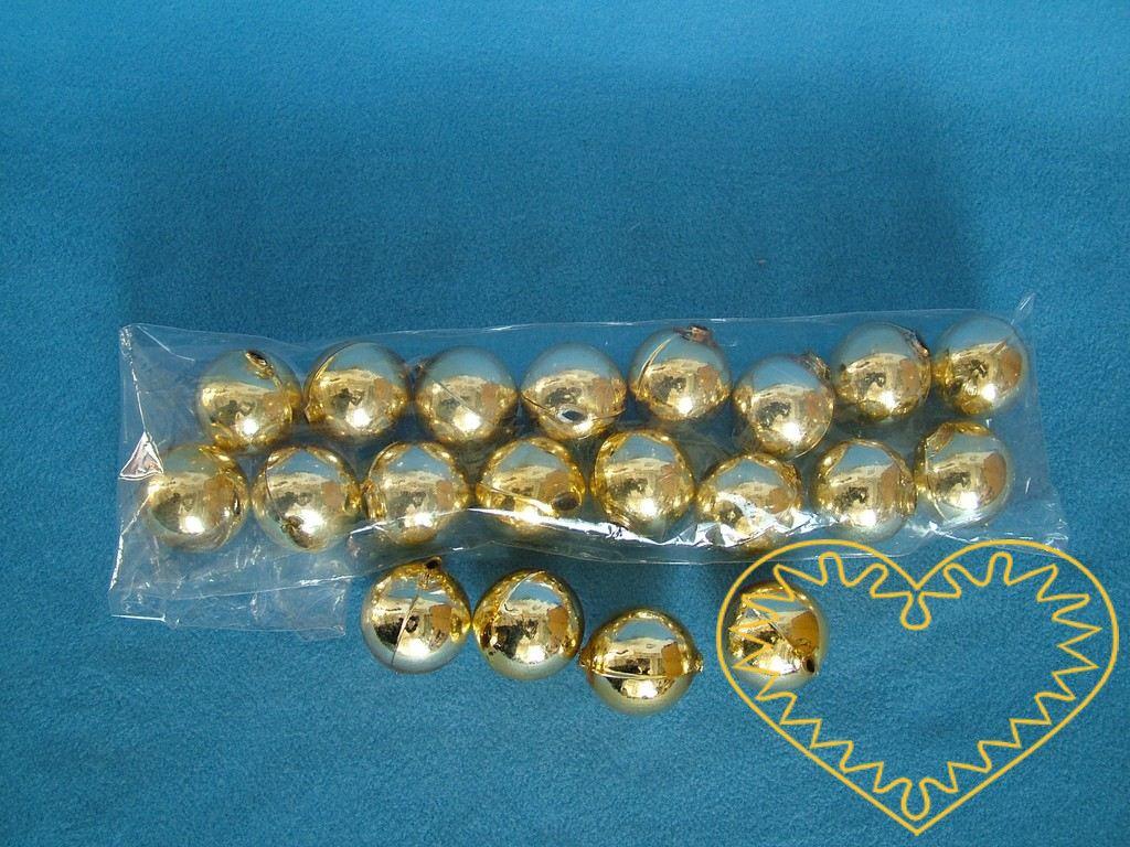 Opravdu velké zlaté skleněné perly ø 2,8 cm. Uvnitř jsou perly duté, dají se navlékat na šňůrku. Vhodné pro vytváření slavnostních dekrací, bižuterie, ale i jako hlavičky pro trojrozměrné např. paličkované panenky.
