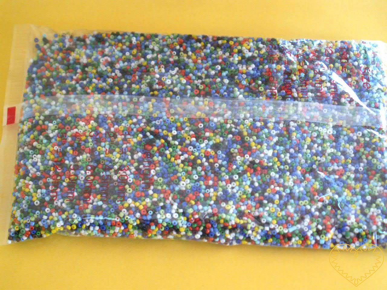 Barevné skleněné korálky /rokajl velikosti 2 mm - velké balení 450 g. Korálky jsou vhodné pro tvoření s dětmi, pro tvorbu bižuterie a vánočních ozdob (stromečky z korálků, vánoční ozdoby, navlékané nebo ketlované náhrdelníky, náramky, náušnice m