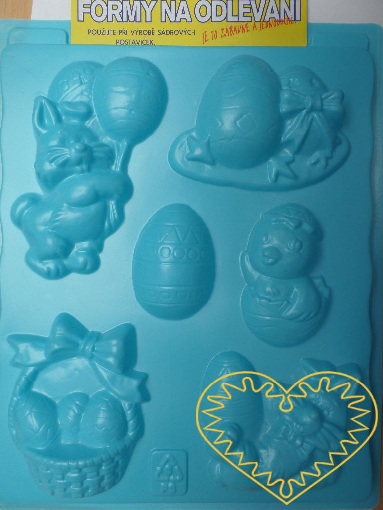 Plastová forma se šesti motivy, vhodná na odlévání ze sádry, na vytlačování modelovacích hmot apod. Motivy: zajíčci s kraslicemi, kraslice, kruřátko, košík s kraslicemi. Po zaschnutí lze odlitek vybarvit vodovými či akrylovými barvami, popř. nalakova