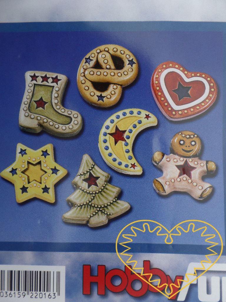 Plastová forma se sedmi motivy, vhodná na odlévání ze sádry, na vytlačování měkkých modelovacích hmot apod. Motivy: bota, preclík, měsíček, stromeček, hvězda, panáček, srdce. Po zaschnutí lze odlitek vybarvit vodovými či akrylovými barvami, popř. nal