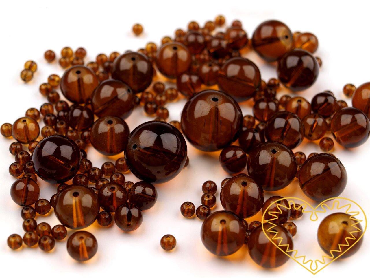 Hnědé skleněné korálky Ø 4-18 mm - 100 g. Korálky mají průvlek 1 mm. V balení je mix velikostí korálků Ø 4, 8, 11, 14, 18 mm. Tyto skleněné korálky jsou pro dosažení vysokého lesku lakovány. Z toho důvodu doporučujeme šetrné zacházení s korálky. Před