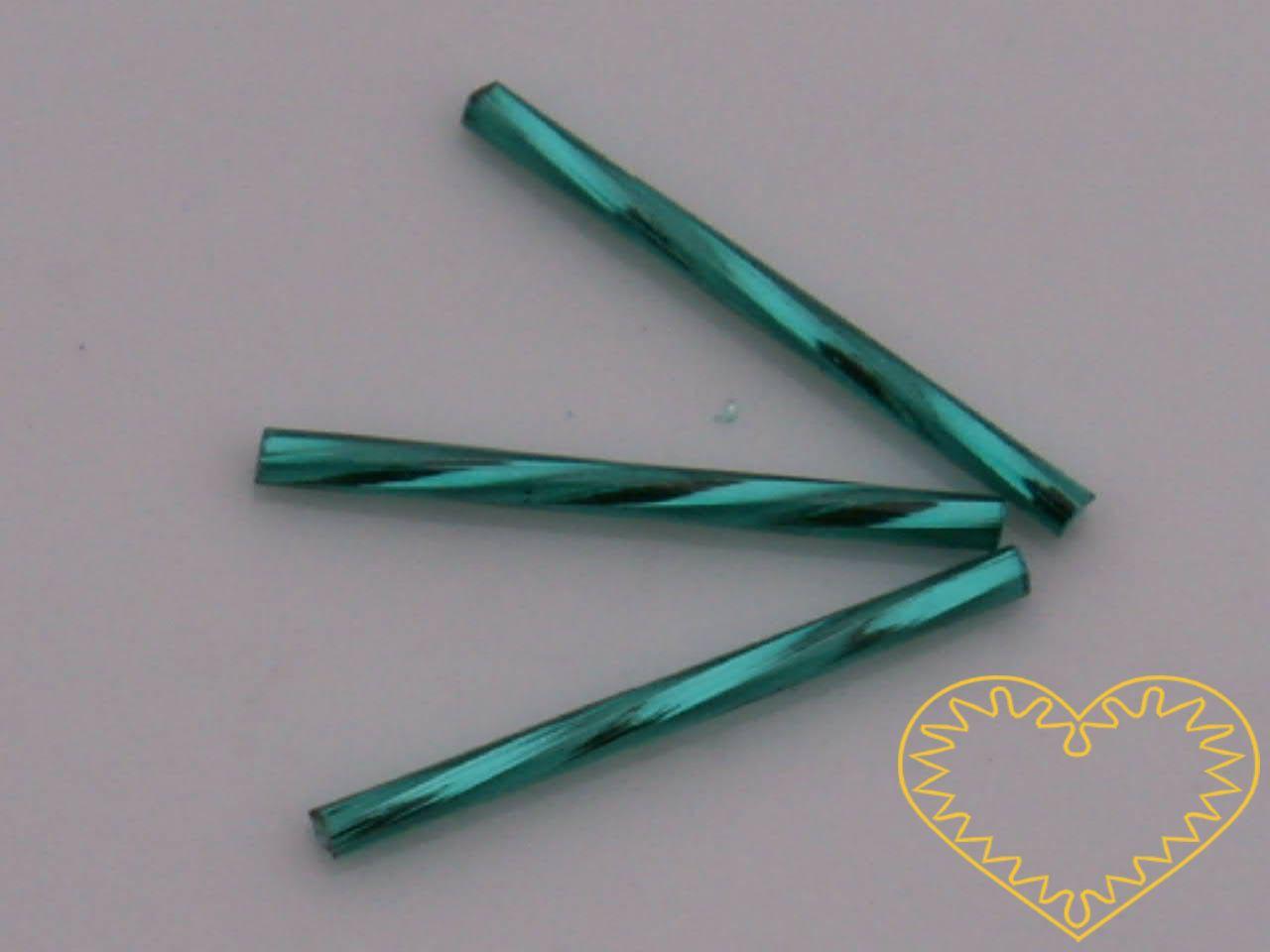 Rokajl - tyrkysové kroucené čípky délky cca 3 cm, s průtahem, balení 20 g. Vhodné na výrobu šperků i vánočních ozdob.