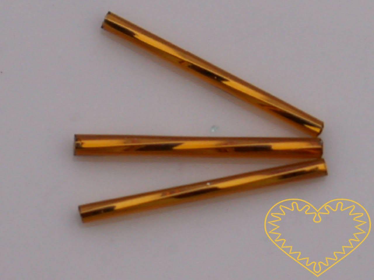Rokajl - zlaté kroucené čípky délky cca 3 cm, s průtahem, balení 20 g. Vhodné na výrobu šperků i vánočních ozdob.