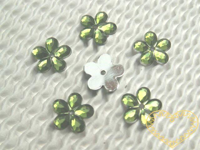 Našívací kytičky světle zelené Ø 11 mm -20 ks. Vhodné k dekorování tašek, kabelek, triček, klobouků, čepic, bot, bytového textilu, při výrobě maňásků, panenek, přáníček ad.