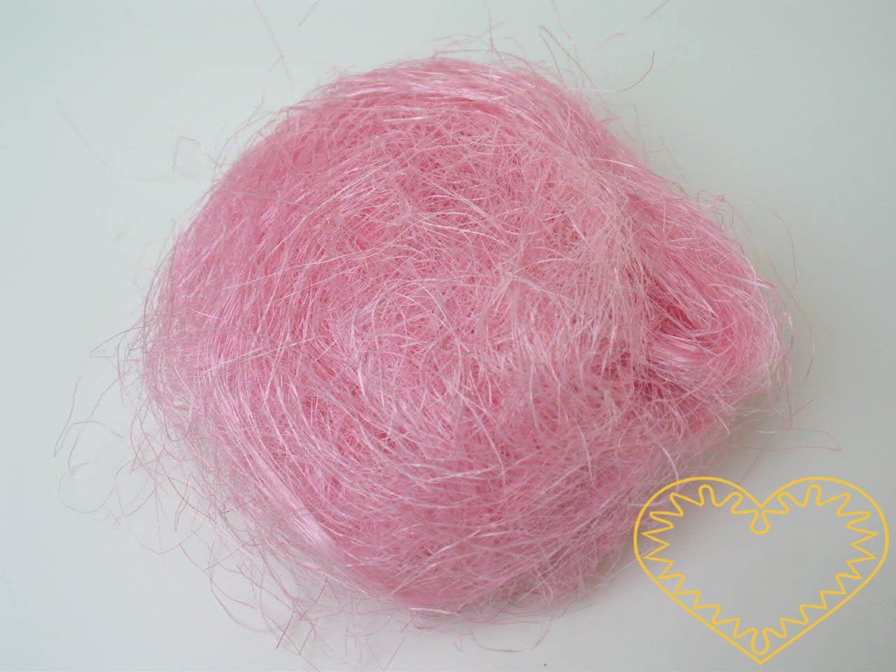 Sisal růžový - 100 g (kokosové vlákno). Barvené kokosové vlákno, vhodné k dekoraci a aranžování živých či sušených květin, či květin z twist artu. Možno využít i jako vrchní výplň květináčů apod.