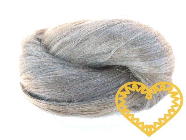 Len - svazek lnu - délka lněných vláken cca 60 cm. Len je přírodní, nebarvený, vhodný k nejrůznějším účelům - např. vlásky pro panenky, aranžování, lněné figurky ad.