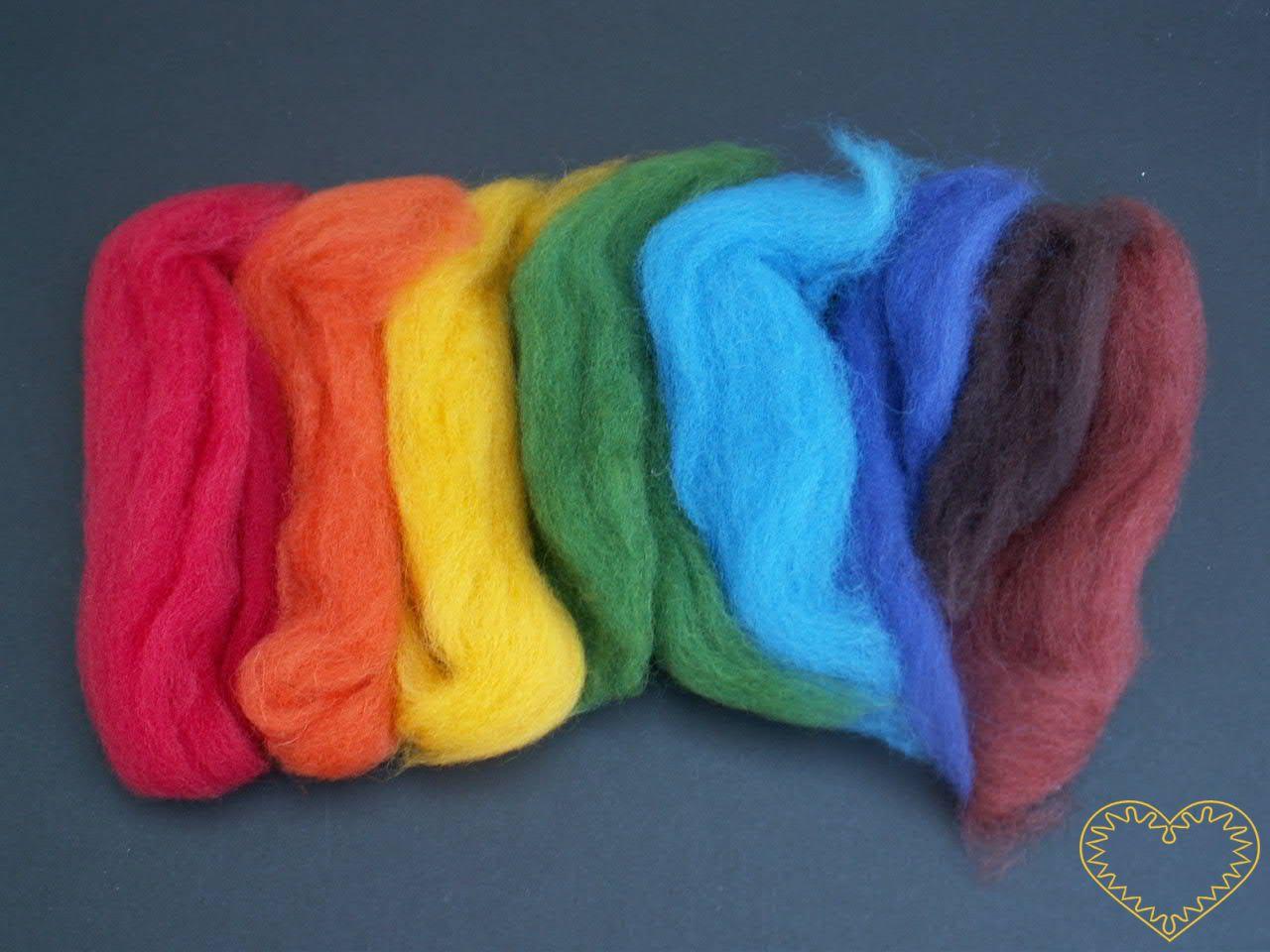 Ovčí rouno barvené - vlna - sada 7 barev (20g). Vhodné na plstění suché (jehlou) i mokré, předení, vytváření vlněných obrázků pod sklo, jako vlásky pro panenky, figurky i maňásky.