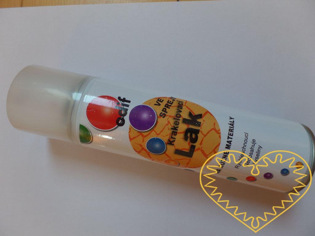 Krakelovací lak ve spreji - 250 ml. Lze jej použít na nejrůznější povrchy. Rychleschnoucí, neobsahuje kyseliny. Krakelovací lak není vidět, vypadá jako průhledná lesklá vrstva. Na něj nanesená barva praská, takže vznikne efekt, že daná věc je stará,