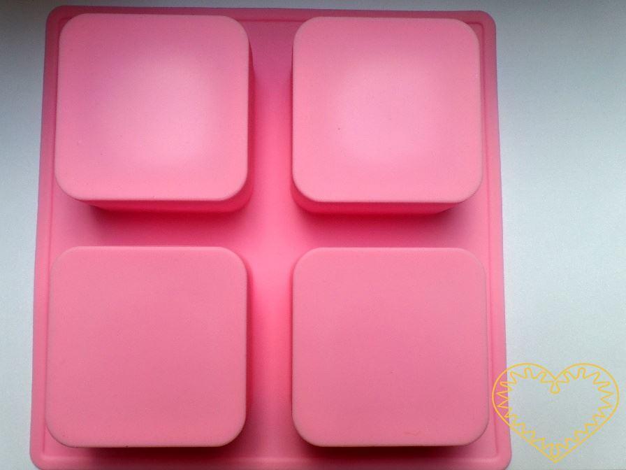 Silikonová forma ve tvaru čtyř oblých čtverců pro domácí výrobu mýdla z glycerínových mýdlových hmot i při metodě za studena. Dále při výrobě svíček, sádrových a pryskyřicových odlitků, šperků apod. Formu je možné používat při teplotě -40˚C, do + 200