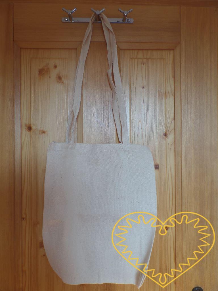 Velká taška s dvěma dlouhými uchy ze silné bavlny hrubší struktury. Je určena k pohodlnému nošení i objemnějšího zboží - po stranách má sklady. Taška je vhodná pro potisk, malování a jiné techniky. Vhodné pro tvoření s dětmi (např. do MŠ, ZŠ, výtvarn