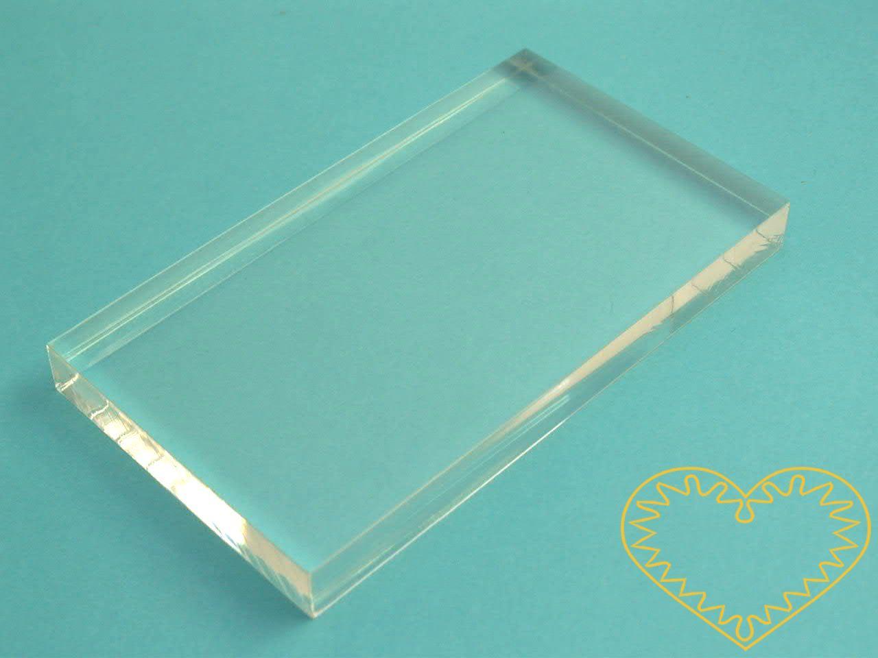 Velký akrylový blok 101 x 152 x 10 mm - razítkovací podložka. Na ni jednoduše nalepíte gelové razítko a tisknete. Po skončení práce opět razítko odlepíte.