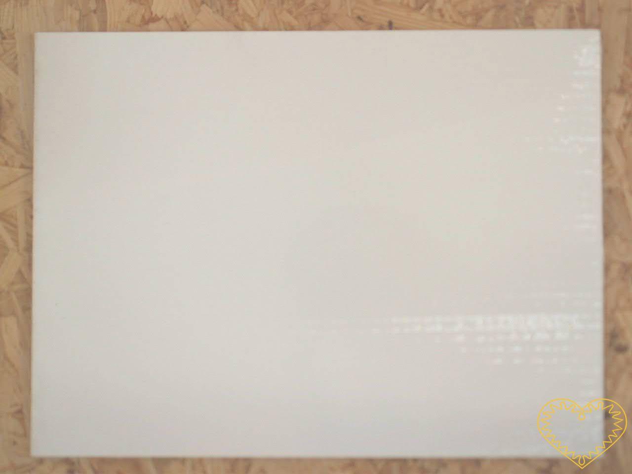 Malířská deska s plátnem - rozměr 30 x 40 cm. Speciální podkladová deska je 3,2 mm silná. Na svrchní straně je nalepeno 100% bavlněné plátno (upravené univerzálním šepsem), které není přetažené přes okraj na spodní stranu, ale je seříznuté tak, aby k