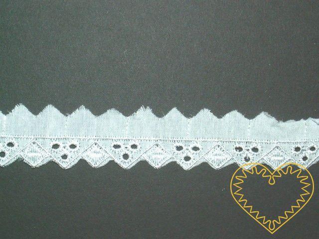 Bílé cípkaté štykování - madeira - krajka - šíře 1,5 cm. Výrazný cípatý lem; vhodné k výrobě textilních panenek či maňásků, zdobení oděvů, lemování oblečení, bytového textilu ad.