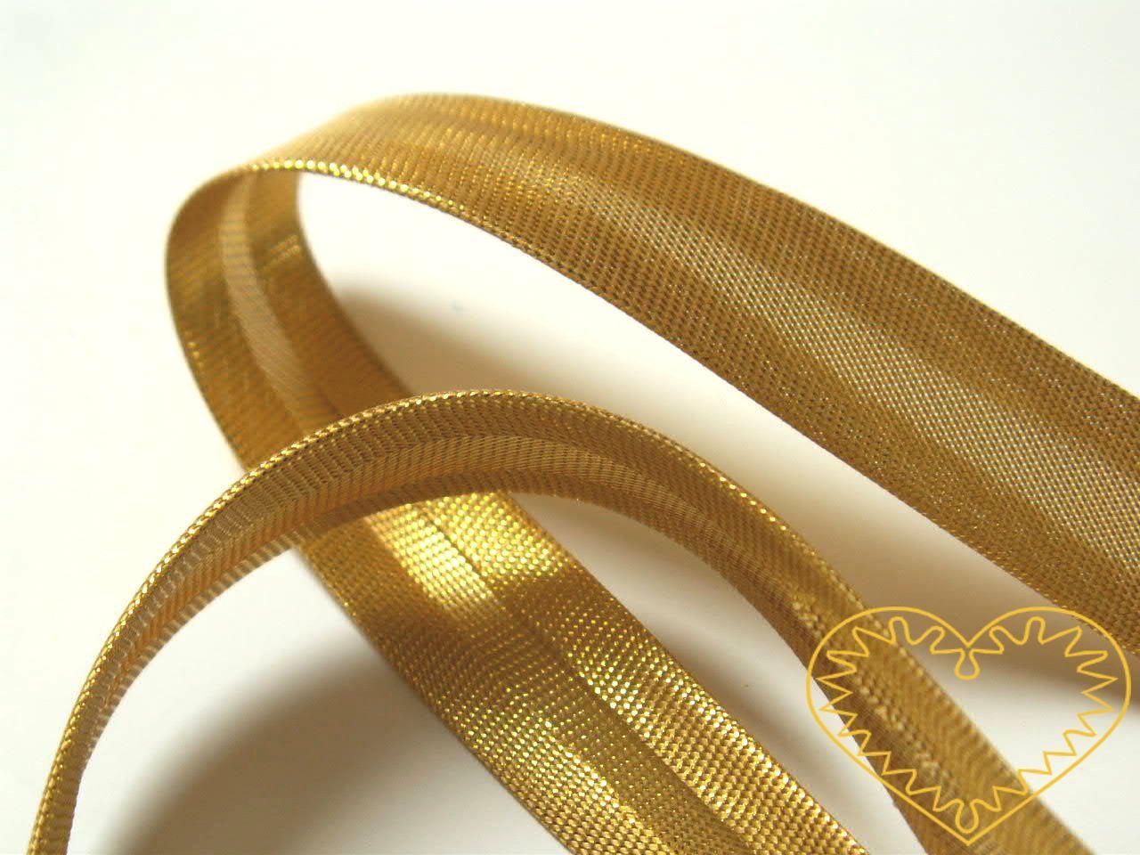 Zlatý šikmý proužek s lurexem, šíře 15 mm. Šikmý proužek saténový je zakládaný do středu, rovnoměrně z obou stran. Je vhodný k olemování slavnostních šatů, svatebních závojů, lehké dámské konfekce a jemného bytového textilu.