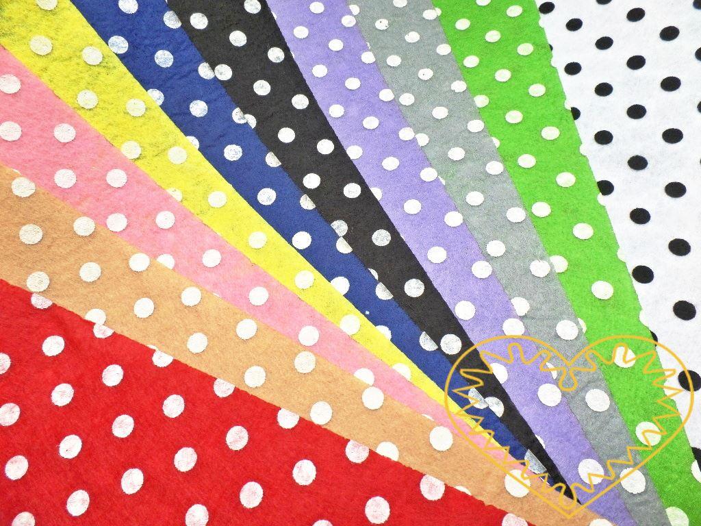 Slabá plsť s potiskem bílých puntíků - sada 10 barev. Vhodné k výrobě aplikací, přáníček, výseků a výřezů, k vytváření figurek, maňásků či různých dekorací. Dá se stříhat, ozdobně prošívat nebo lepit. Můžete ji kombinovat s dalšími výtvarnými materiá