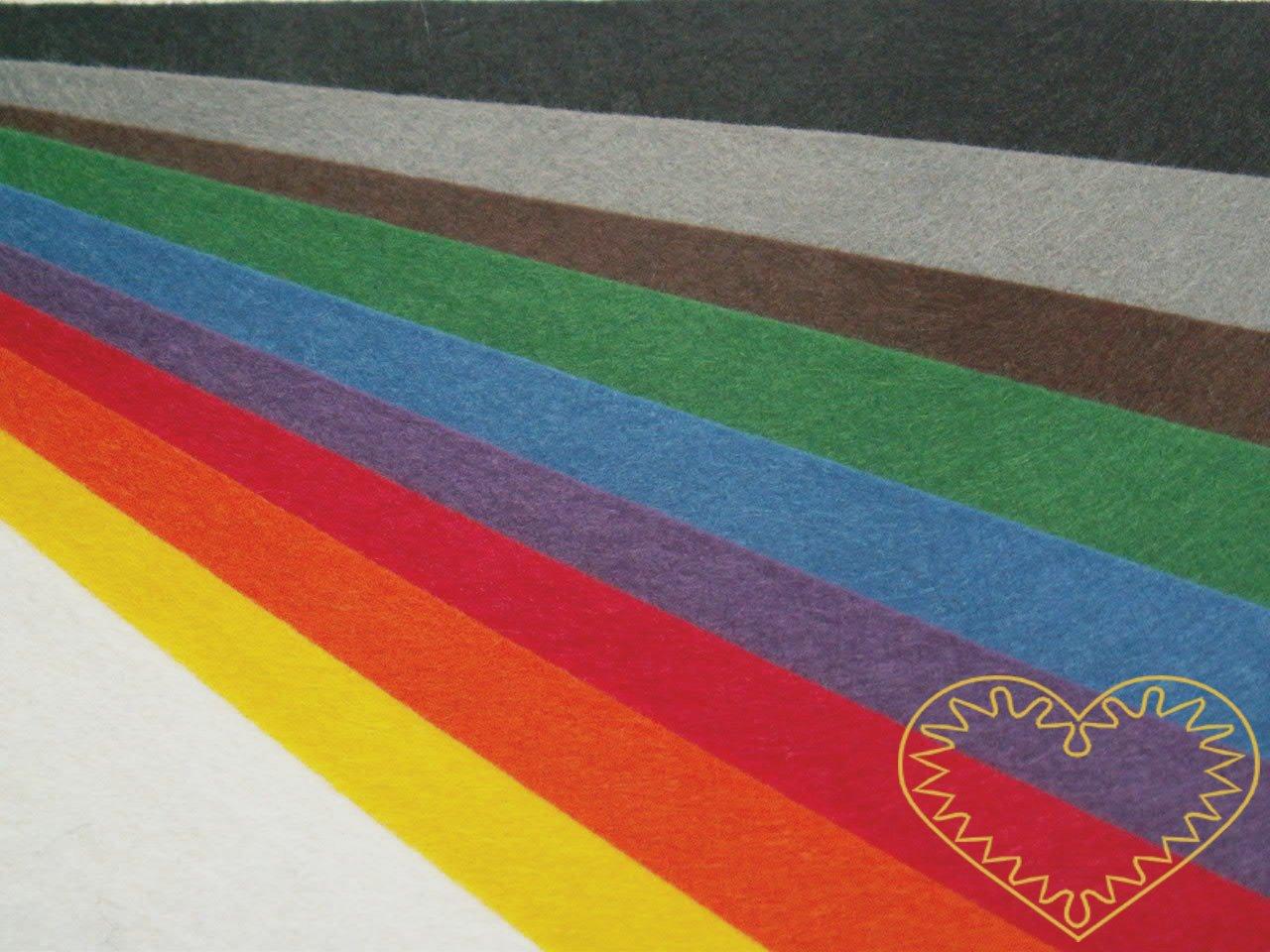 Plsť dekorační látková barevná - sada 10 barev. Vhodné k výrobě aplikací, přáníček, výseků a výřezů, k vytváření figurek, maňásků či různých dekorací.
