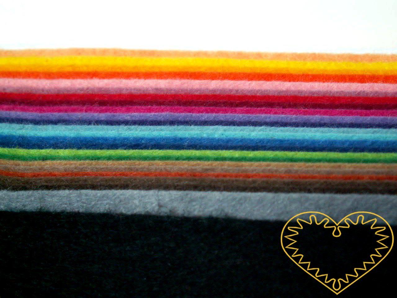 Plsť dekorační barevná sada 25 barev a odstínů. Vhodné k výrobě aplikací, přáníček, výseků a výřezů, k vytváření figurek, maňásků či různých dekorací.