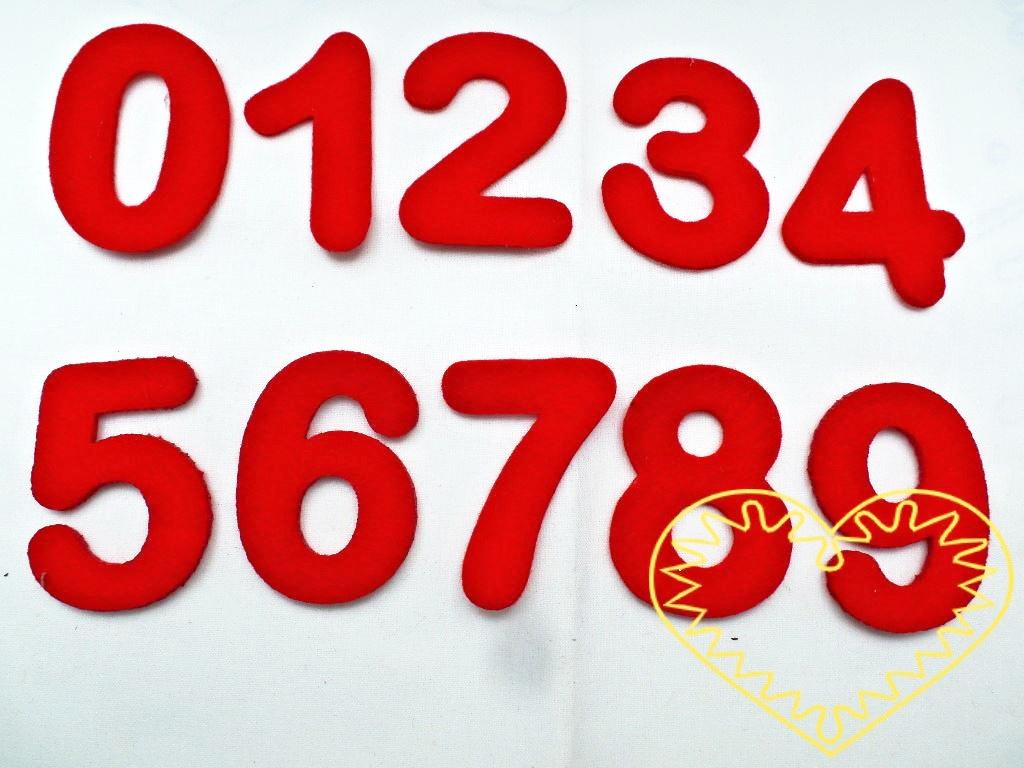 Barevné číslice z plsti síla 3 mm - 10 ks. Balení obsahuje po 1 kuse od každé číslice v červené barvě: 1, 2, 3, 4, 5, 6, 7, 8, 9, 0. Kreativní materiál pro nejrůznější tvoření doma i ve škole.
