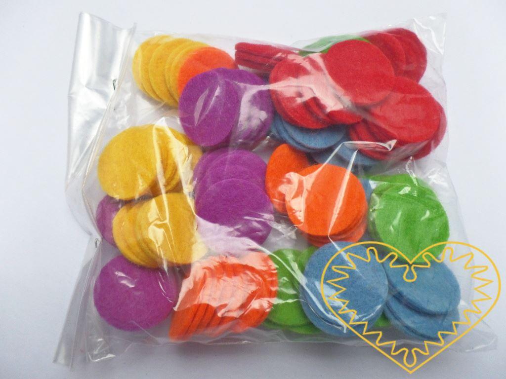Barevná plstěná kolečka ø 2,5 cm - 100 ks. Světlé výrazné tóny barev. Kreativní materiál pro nejrůznější tvoření doma i ve škole.